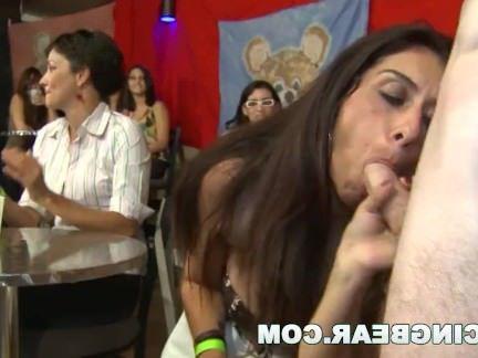 Милфы Порно Танцы Медведь большой член для масс (db10286) секс видео бесплатно