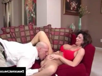Милфа порно Непослушная Жена Deauxma Получает Бесплатный Совет Для Секса От Налогового Человека! секс видео