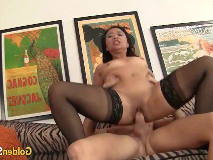 Милфа порно Старая азиатская женщина трахается раком с белым парнем после концерта секс видео