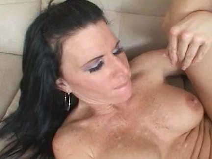 Милфа порно Киски милфа предпочитает черный дик секс видео