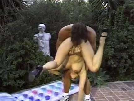 Милфа порно Бросьте блондинку в воздух секс видео