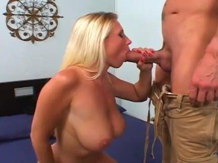 Милфа порно Блондинка красотка чертовски обманом секс видео