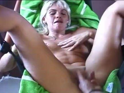 Милфа порно Мамаша дует на пульте дистанционного управления секс видео