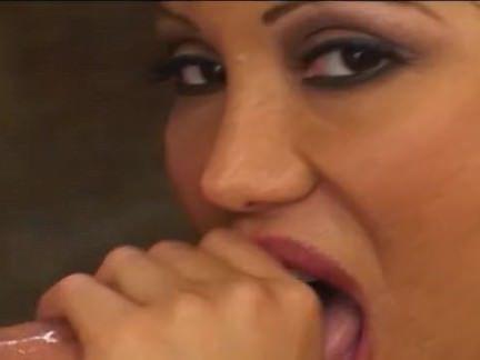 Милфа порно Ава Дивайн любит радовать многих петухов секс видео