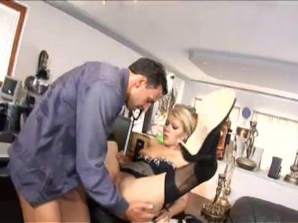 Милфа порно Донна — хороший секретарь секс видео