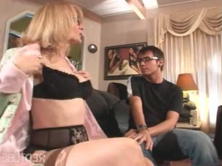 Милфа порно Nina hartley роговой для молодой шпилька секс видео