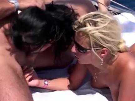 Милфа порно Два шлюха младенцы Римминг и сосание роговой стержень секс видео