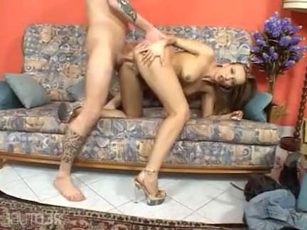 Милфа порно Блондинка мамаша трахает пиццу парень секс видео
