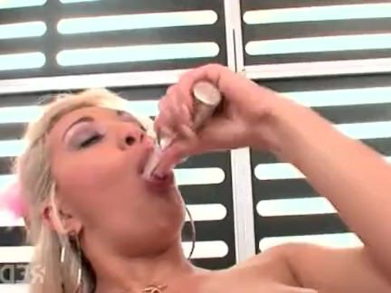 Милфа порно Блондинка милфа проверяет задницу температуры секс видео